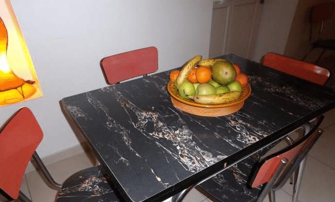 La table et les chaises vintage