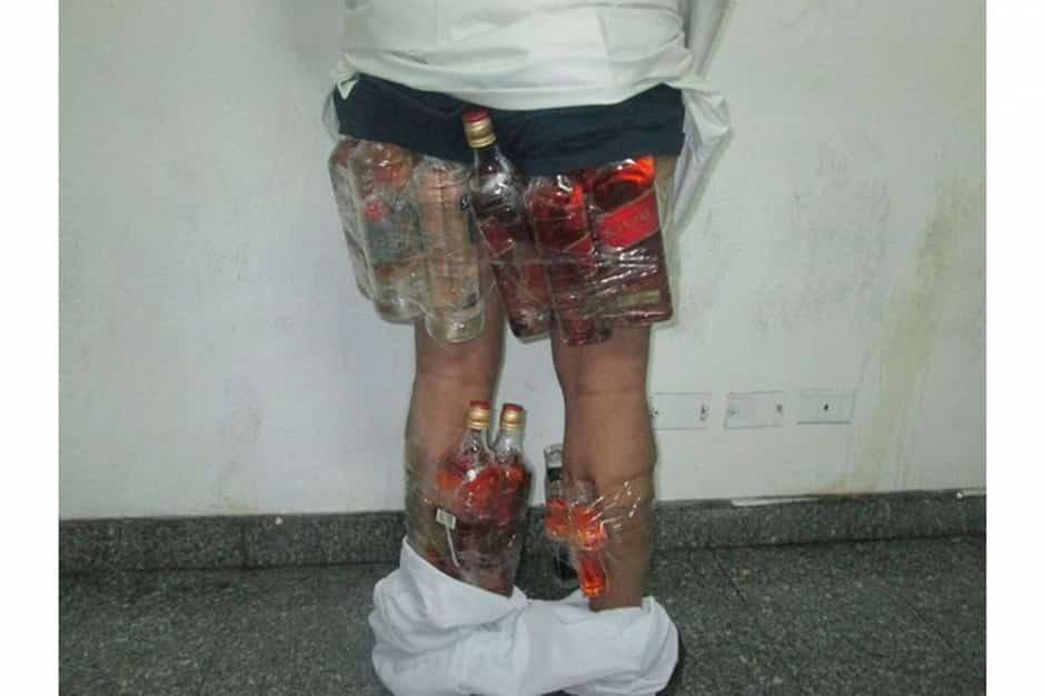 Un caleçon porte-alcool débusqué par les douanes