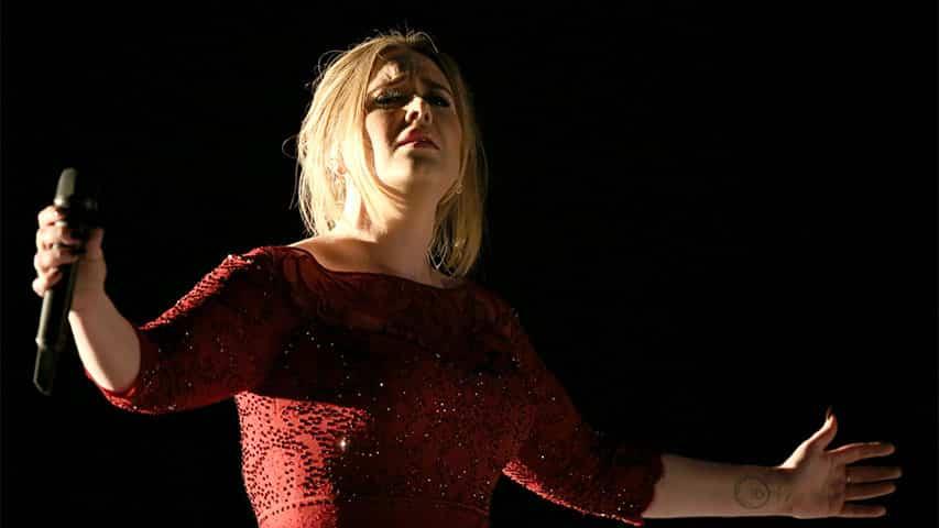 """La diva a interprété """"All I Ask"""", issu de son dernier album lors des Grammy Awards 2016"""