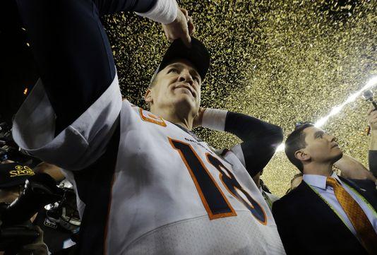Peyton Manning a remporté son 2éme Super Bowl à 39 ans avec les Denver Broncos