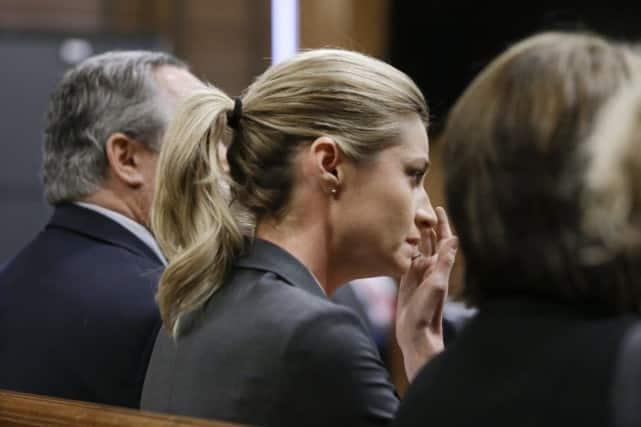 Erin Andrews émue après l'annonce du verdict. Photo AP
