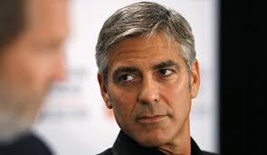 George Clooney a fait des cheveux blancs sont atout charme