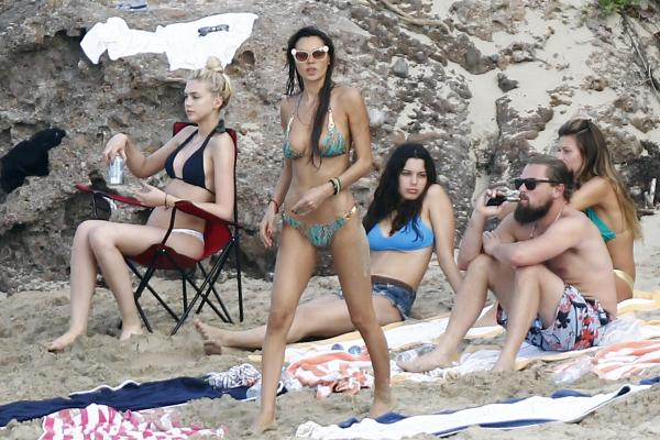 L'acteur a une réputation de tombeur eL'acteur a réveillonné sur l'île de Saint-Barth en compagnie d'une belle brochette de mannequins..