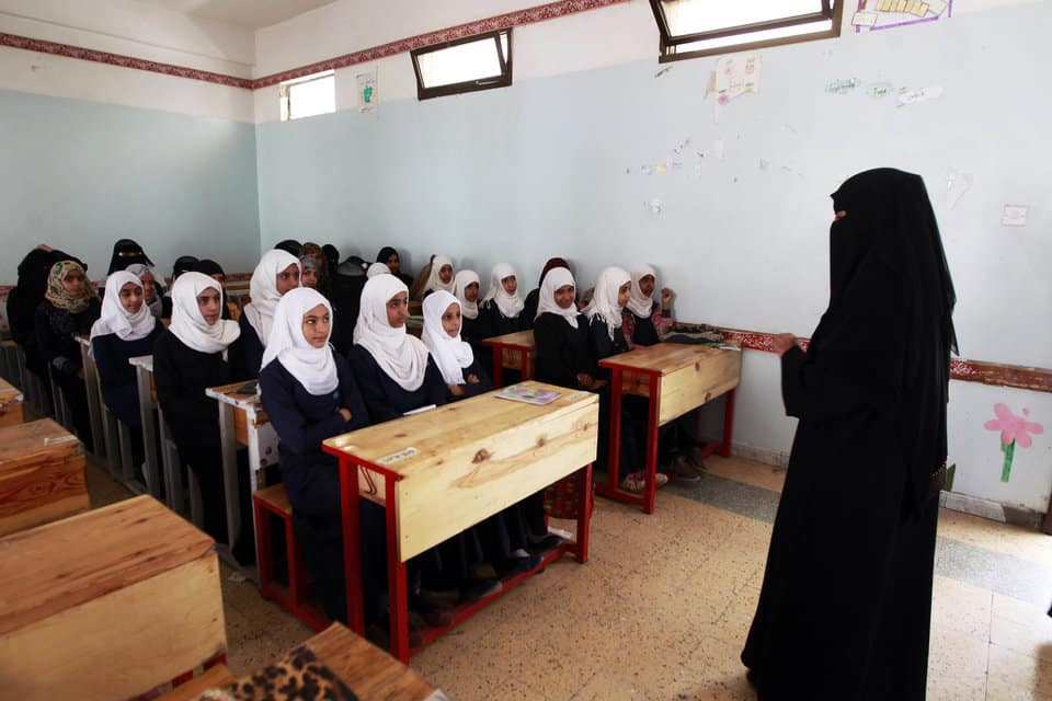 Yemeni adolescent girls listen to their teacher on their fist day of school at a public institution in the Yemeni capital Sanaa on November 1, 2015. AFP PHOTO / MOHAMMED HUWAIS        (Photo credit should read MOHAMMED HUWAIS/AFP/Getty Images)