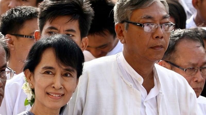 L'opposante Aun San Suu Kyi a désigné un compagnon de dissidence, U Htin Kyaw, comme candidat à la présidence. L'économiste fut un temps le chauffeur de la dame de Rangoun. Photo AFP