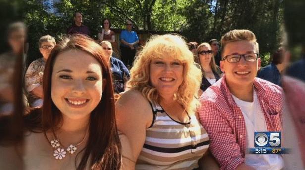 Lyndee entourée de ses enfants