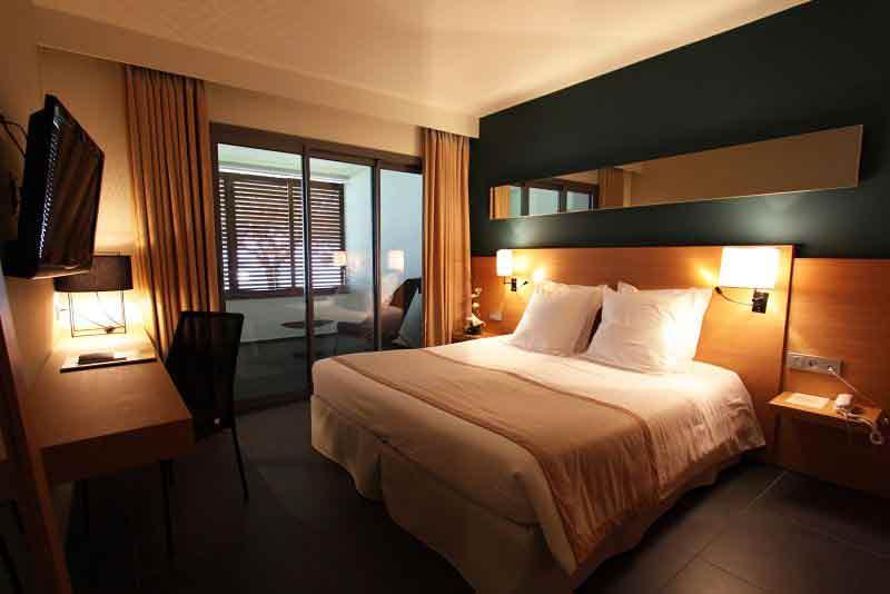 Photo Chambre Hotel Luxueux : Le client d un hôtel luxueux tombe sur une note dégoûtante