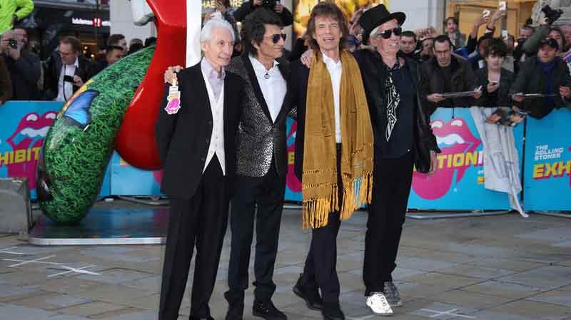 Lees Stones à leur arrivé à l'exposition à Londres, la veille de son ouverture