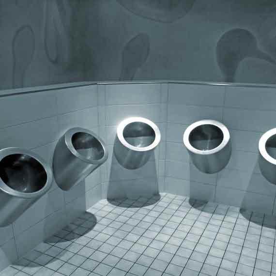 Même les toilettes sont imaginées par Helmut Jahn dans le Sony Center sur la Potsdamer Platz de Berlin.
