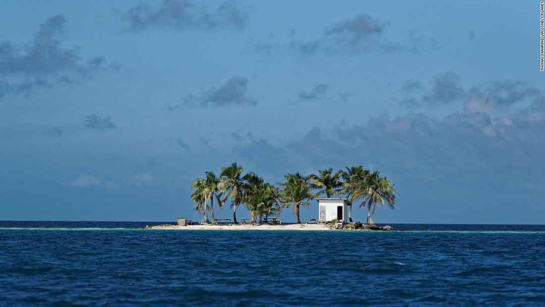 Des cabinets sur une île au Belize.