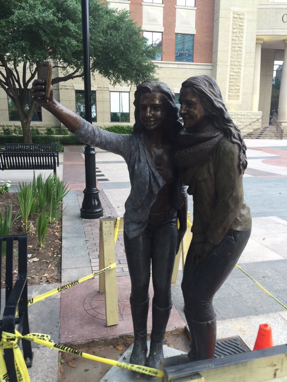 statue selfie 2