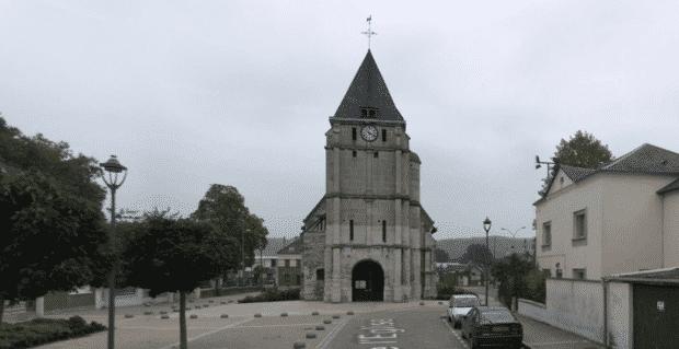 Attentat dans une église en France: un prêtre égorgé, les assaillants abattus se sont réclamés de l'EI