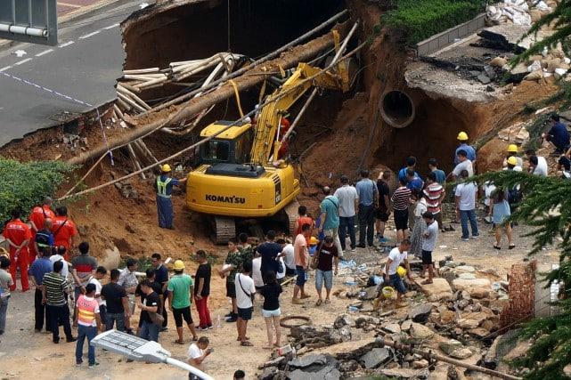 Une immense cavité de trente mètres de long sur vingt mètres de large, et profonde de neuf mètres. Photo AFP