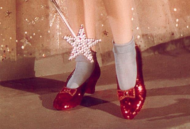 """Les les célèbres chaussures rouges portées par Dorothy dans """"Le Magicien d'Oz"""""""