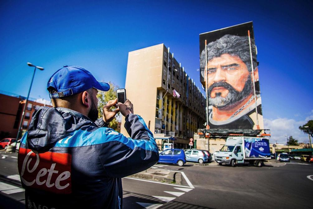 Le « Bronx » de Naples rend hommage à Maradona