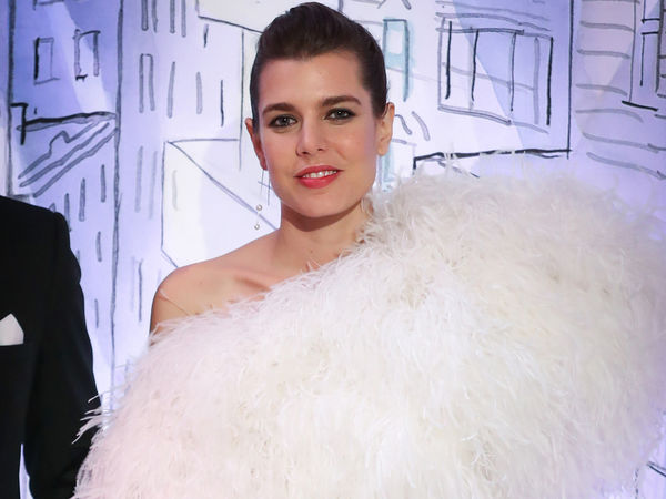 photos charlotte casiraghi au bal de la rose zoom sur sa tenue et sa nouvelle bague. Black Bedroom Furniture Sets. Home Design Ideas