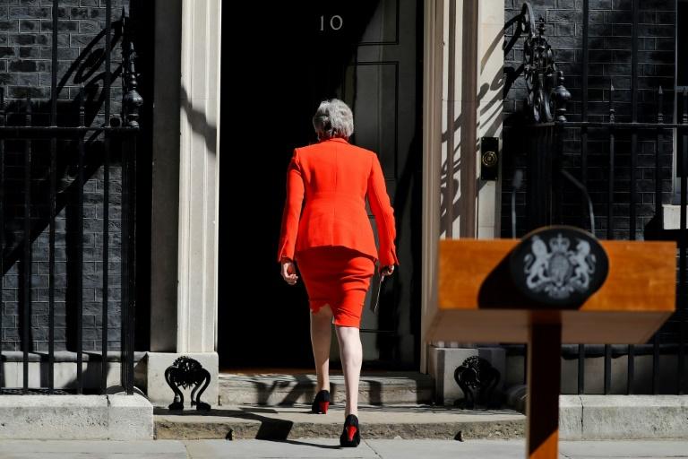 La Première ministre britannique Theresa May repart après avoir annoncé sa démission devant le 10 Downing Street, le 24 mai 2019