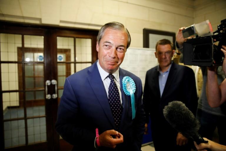 Nigel Farage parle à la presse après l'annonce des résultats des élections européennes à Southampton, dans le sud de l'Angleterre, le 26 mai 2019