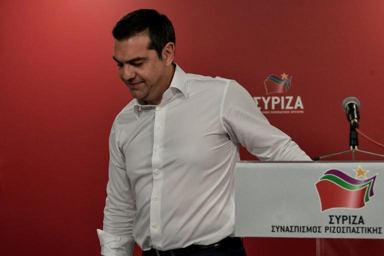 Le Premier ministre grec Alexis Tsipras, dont le parti de gauche a été lourdement sanctionné aux élections européennes et locales, part après avoir prononcé un discours après l'annonce des résultats