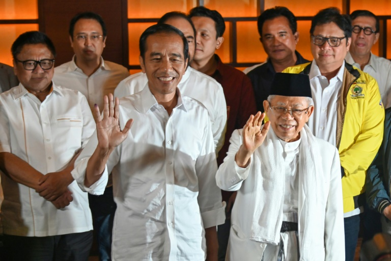 Le président indonésien Joko Widodo (C), à Jakarta le 17 avril 2019