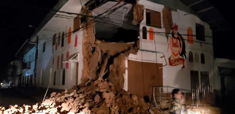 Une maison détruite à Yurimaguas, une localité du nord du Pérou frappée par un tremblement de terre le 26 mai 2019. Photo distribuée par le service des pompiers péruviens