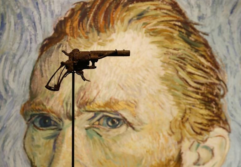 Le revolver que Vincent Van Gogh aurait utilisé pour mettre fin à ses jours exposé chez Drouot, le 14 juin 2019 à Paris avant sa mise aux enchères