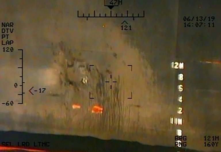 Image transmise par le Pentagone montrant la coque du pétrolier japonais Kokuka Courageous, et publiée le 17 juin 2019