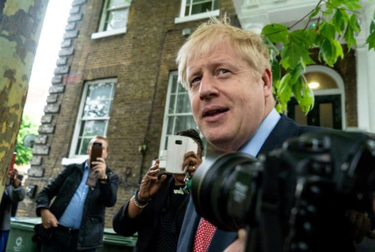 Boris Johnson devant son domicile, le 19 juin 2019 à Londres