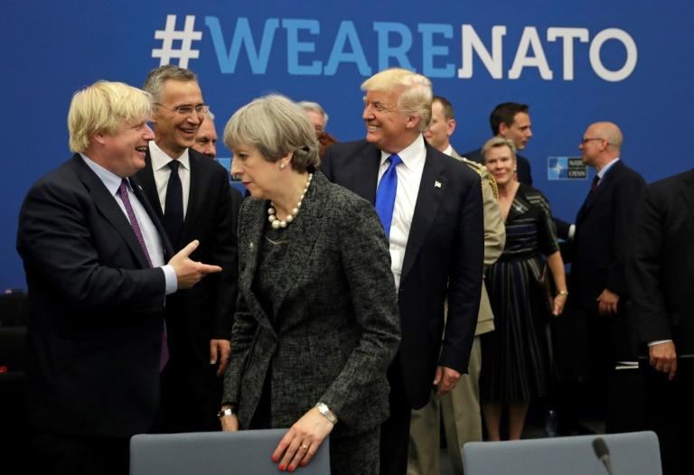 Le futur Premier ministre britannique Boris Johnson, la Première ministre sortante Theresa May et le président des Etats-Unis Donald Trump, ici lors d'une réunion de l'Otan à Bruxelles en mai 2017, alors que le premier était encore ministre des Affaires étrangères