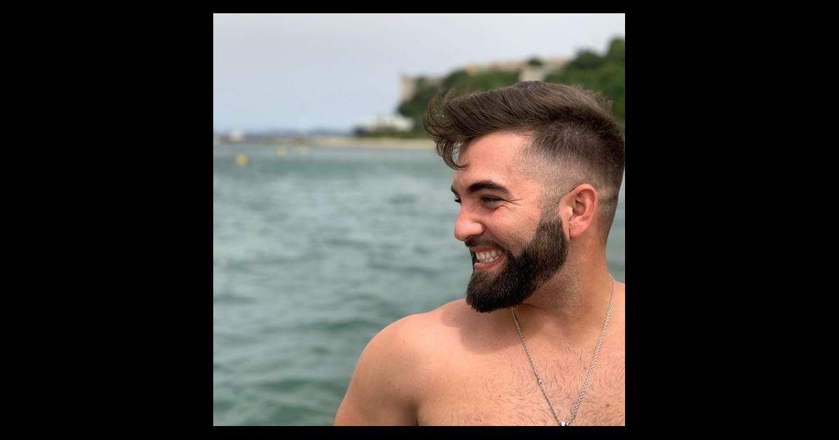 Kendji Girac torse nu pour un mini break, le charme opère