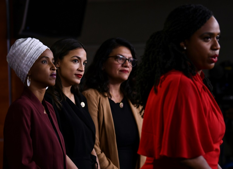 Conférence de presse commune des quatre élues démocrates mises en cause par Donald Trump, le 15 juillet 2019 à Washington: Ilhan Omar, Alexandria Ocasio-Cortez, Rashida Tlaib, Ayanna Pressley (de gauche à droite)
