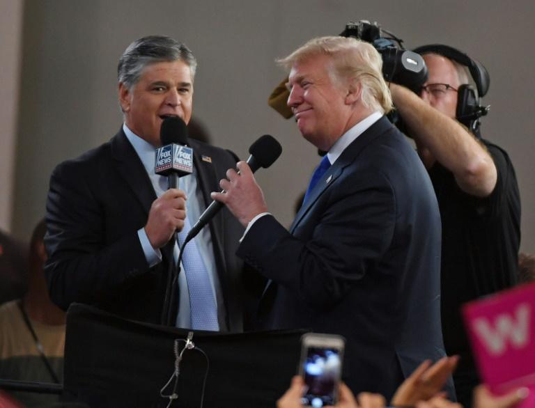 Donald Trump (d) et le présentateur vedette de Fox News Sean Hannity, le 20 septembre 2018 à Las Vegas