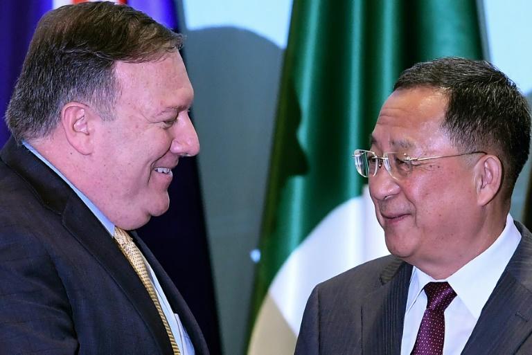 Le chef de la diplomatie américaine Mike Pompeo et le ministre nord-coréen des Affaires étrangères Ri Yong Ho, lors d'une rencontre à Singapour le 4 août 2018