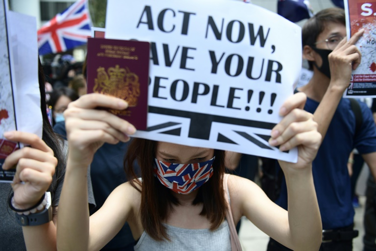 Des manifestants pro-démocratie se rassemblent devant le consulat de Grande-Bretagne à Hong Kong, le 15 septembre 2019