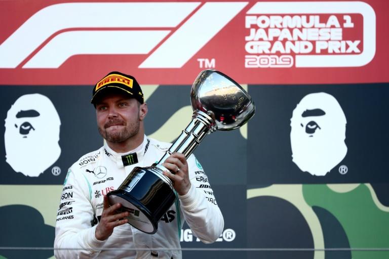 Le Finlandais Valtteri Bottas (Mercedes) fier de sa victoire au GP du Japon, à Suzuka, le 13 octobre 2019