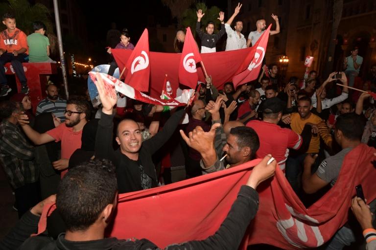 Liesse à Tunis après la victoire annoncée de Kais Saied à l'élection présidentielle, le 13 octobre 2019