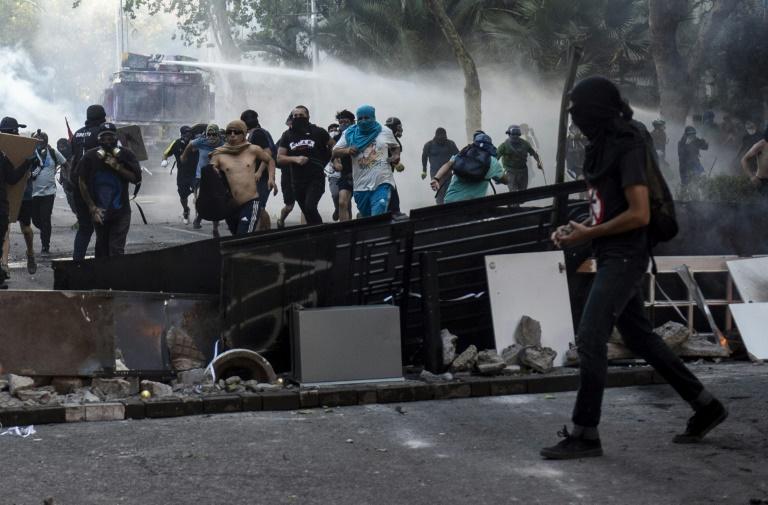 Des affrontements entre manifestants et police à Santiago du Chili le 6 décembre 2019