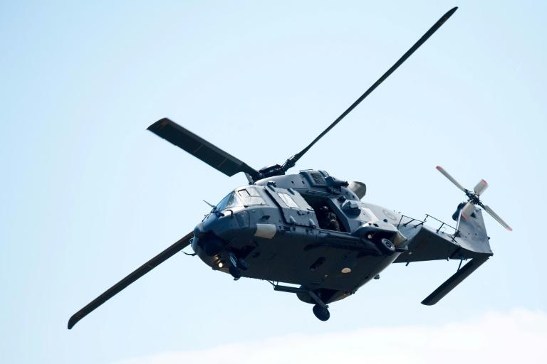 Un des deux hélicoptères de l'armée néo-zélandaise de retour à l'aéroport de Whakatane (Nouvelle-Zélande) après une mission de récupération de corps de victimes sur l'île de White Island, le 13 décembre 2019