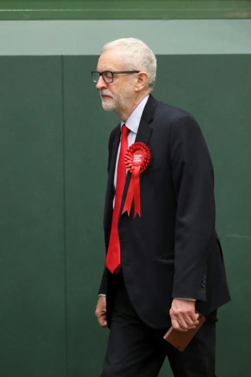 Le leader du Parti travailiste en Grande-Bretagne, Jeremy Corbyn, grand perdant des législatives dans son pays, quitte la scène après un discours dans sa circonscription dans le nord de Londres vendredi 13 décembre.