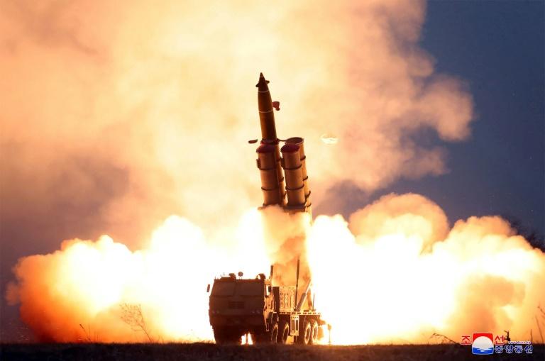 Photo diffusée le 29 novembre 2019 par l'agence officielle KCNA d'un essai de lancement de missiles par la Corée du Nord