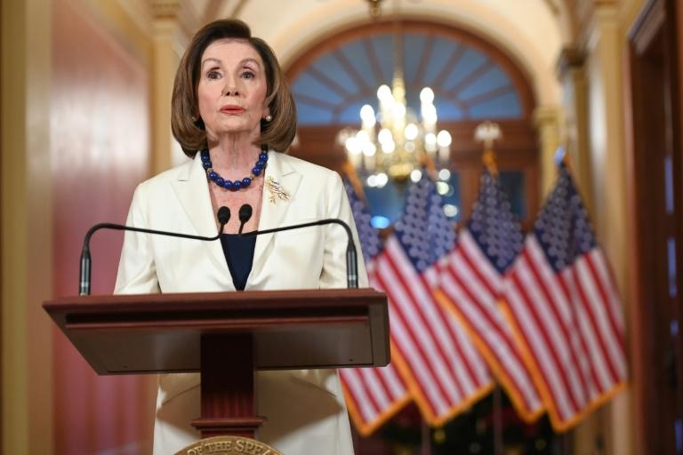 Le chef des démocrates Nancy Pelosi annonce qu'elle demande la rédaction de l'acte d'accusation du président Donald Trump depuis le Capitole à Washington, le 5 décembre 2019