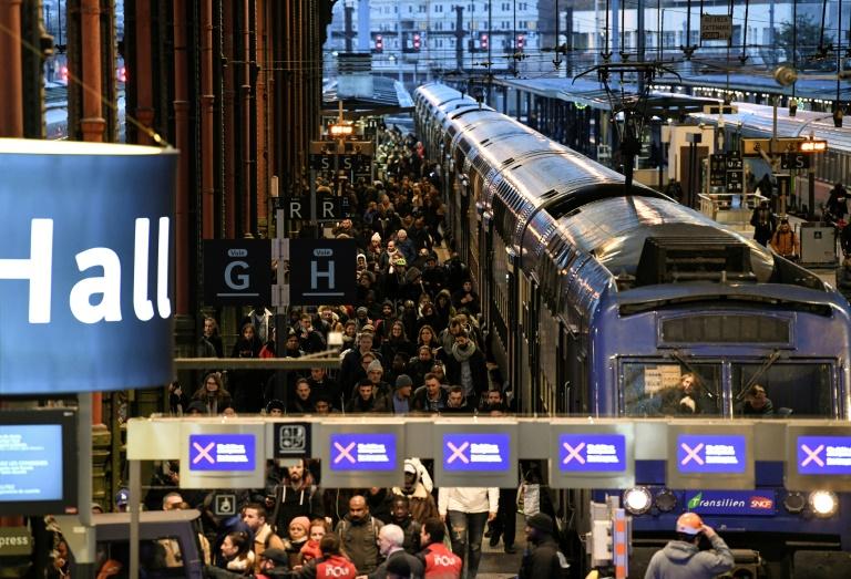 Quais encombrés Gare de Lyon à Paris le 12 décembre 2019
