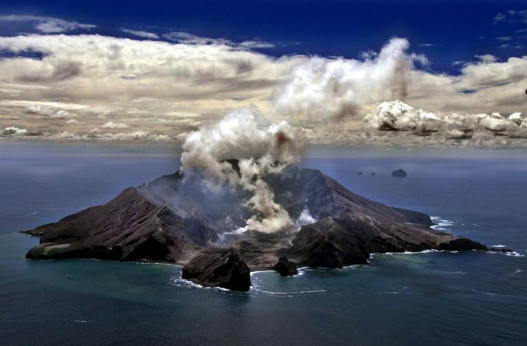 Le volcan Whakarri ou White Island en Nouvelle-Zélande le 29 novembre 1999
