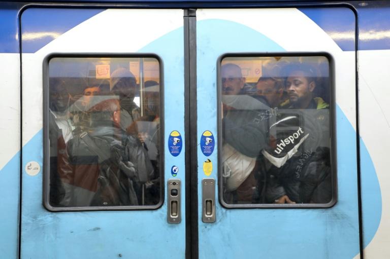 Train de banlieue à la gare de Lyon au premier jour d'une grève de la SNCF, à Paris, le 3 avril 2018