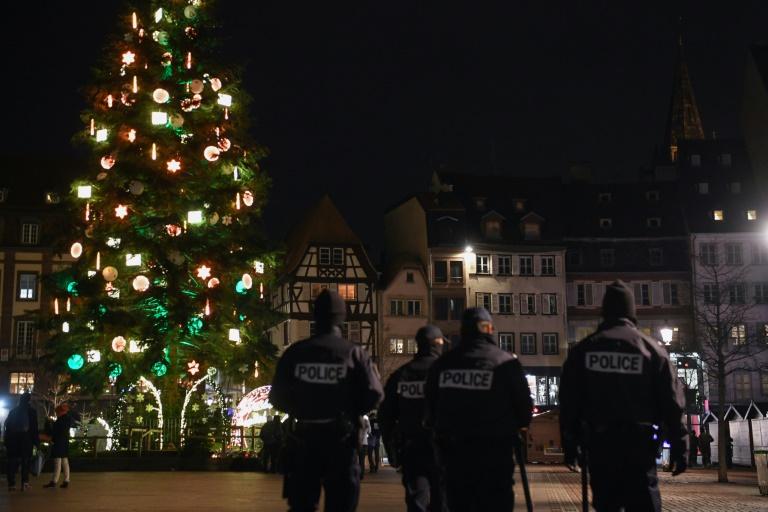Patrouille de police près du marché de Noël après l'attentat, à Strasbourg, le 11 décembre 2018