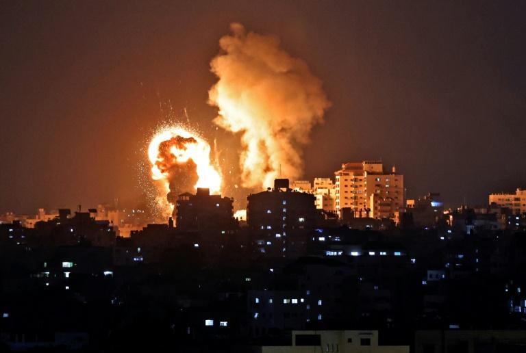 Israël mène des frappes aériennes dans la bande de Gaza, le 10 mais 2021