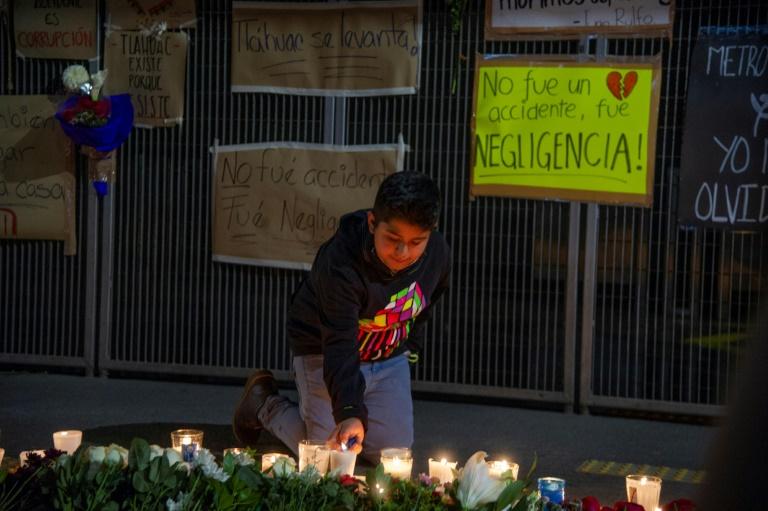 A l'entrée de la station de métro Los Olivos à Mexico, le 7 mai 2021, près du lieu de l'effondrement de la ligne aérienne qui a fait 25 morts