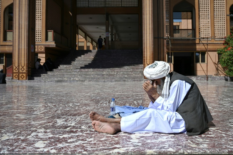 Un musulman prie lors de l'Aïd el-Fitr, marquant la fin du ramadan, le 13 MAI 2021 à Kaboul, en Afghanistan