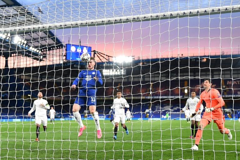 L'attaquant allemand de Chelsea, Timo Werner, marque de la tête lors de la demi-finale retour de la Ligue des champions contre le Real Madrid, à Londres, le 5 mai 2021