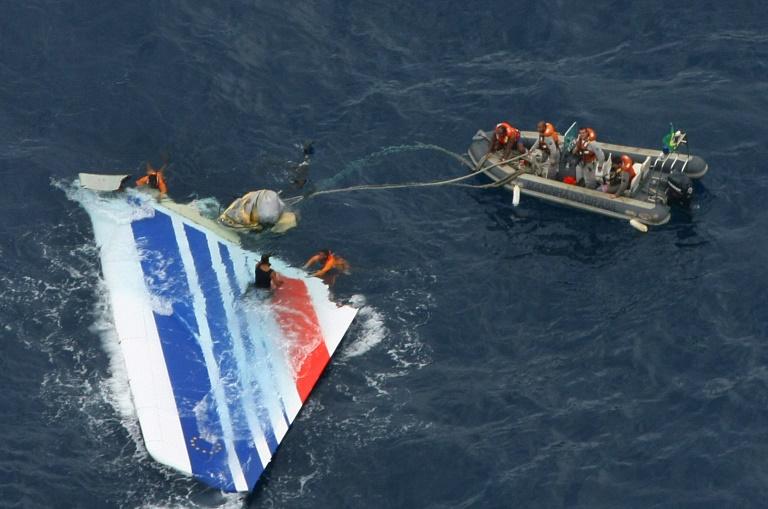 Un des débris de l'Airbus retrouvé dans l'Atlantique après le crash du vol Rio Paris du 1er juin 2009